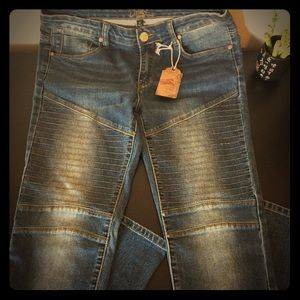 BRAND NEW MOTO JEANS!!! In size 11.